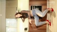 美女破洞牛仔裤厨房热舞 给你做女朋友愿意吗_q
