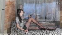 美女模特 美腿丝袜 性感诱惑 Miki白丝长腿写真_超清