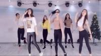1900D舞团现场尬舞,和韩国女团比还是差一点点