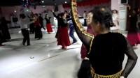 杨凤萍美女和一生帅哥在美居跳麦西来普舞制作:白桦树