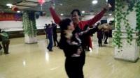 乌市努尔老师和奎屯蔡蔡美女麦舞跳起来!