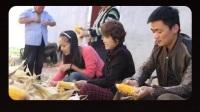 王宝强现身河北丰宁县农村拍戏,他身边站着一个大老板和两个大美女