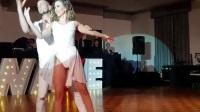金发美女性感热舞