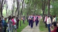 市五一广场快乐族模特队在森林公园走秀