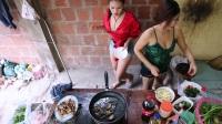 柬埔寨媳妇 美女 野外youtube直播抓鱼抓蛇做饭烤鸡吃 (2)