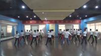 舞蹈串烧《我们也玩抖音》《两座山》表演:健身舞班