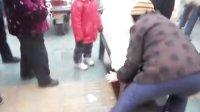 """(淮滨社区—淮滨义工协会)""""奉献社会  心系菜农——""""送白菜,献爱心大型公益活动!"""