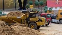RC trucks & excavators in action at RC Glashaus!