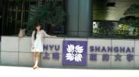 美国一家人参加中国上海纽约大学毕业典礼