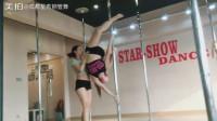 成都星秀钢管舞培训机构 钢管舞课堂教学实拍 钢管舞教练培训