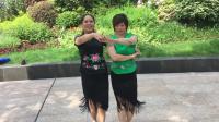 双人恰恰舞,阿哥阿妹跳起来,摄于不夜城绿地公园。