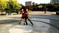 磁县平安公园交谊舞:探戈,由王志英和任俊亭两位美女老师演示;20180816.