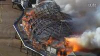 视频: 英国标志性的伊斯特本码头发生火灾烧成骨架