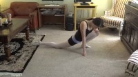美女在家教你做瑜伽