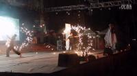 2015惠州学院super-HI迎新晚会雨中冷焰火双节棍表演