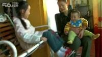 雷双庆(九个月)和李钰一(八岁)在重庆江北茶园.2011年10月29日.