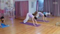 美女健身:瑜伽初级教程在家练+拜日十二式视频详解,初学者必看!