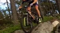 視頻: Jesper Andersson rolling in the Swedish forrest on his Lauf Trail Racer