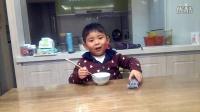 【快5岁】4-11哈哈跟爸爸在家吃冰冻榴莲,味道像冰淇淋VID_205503