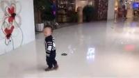 闹闹一岁一个多月开始练习走路