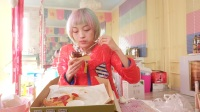 吃播 必胜客新品 四重芝士比萨+就你粉浪漫慕斯蛋糕+法式牛乳芝士蛋糕+浓情点点巧克力蛋糕+傲椒红火翅