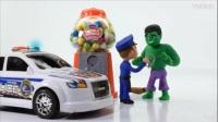 绿巨人砸坏自助糖果机,被抓警车上带走了