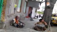 印度加尔各答街头的西单女孩
