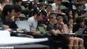 悉尼一位同学在上百人大课的时候拿着电脑看爱情动作片