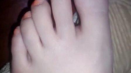 视频 鬼脚七/巫婆的手小猫做梦舌吻互殴的猫那是谁的脚以前拍的20130727...