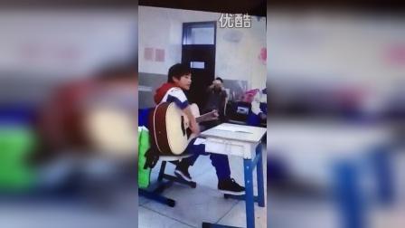 TFBOYS易烊千玺教室吉他弹唱solo