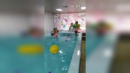 搞笑宝宝跳水视频_高清