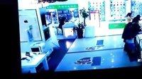汨罗电视台曝光~美女小偷在电信营业大厅偷手机